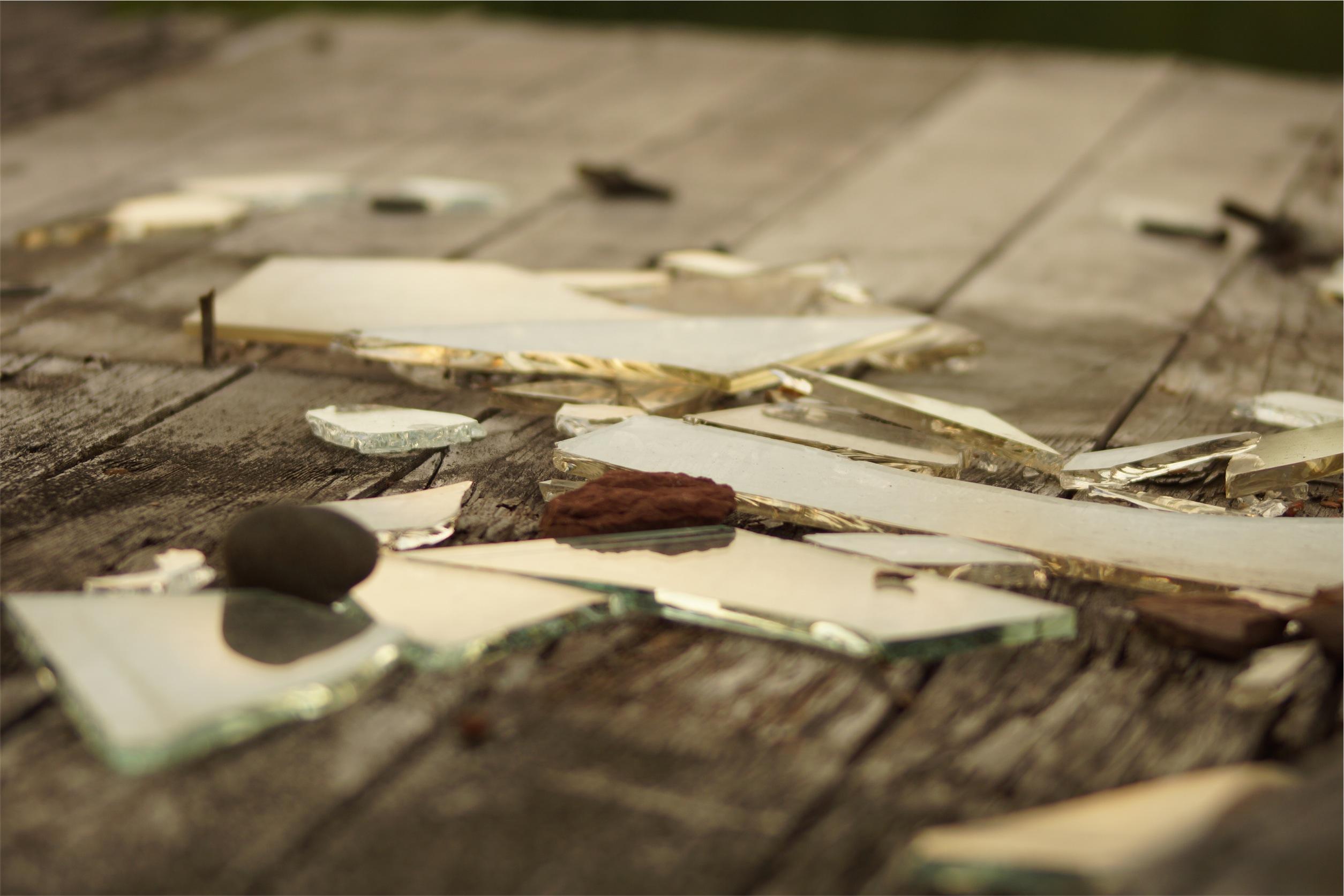Broken Mirror, Wood, Glass, Mirror, Martes Trece